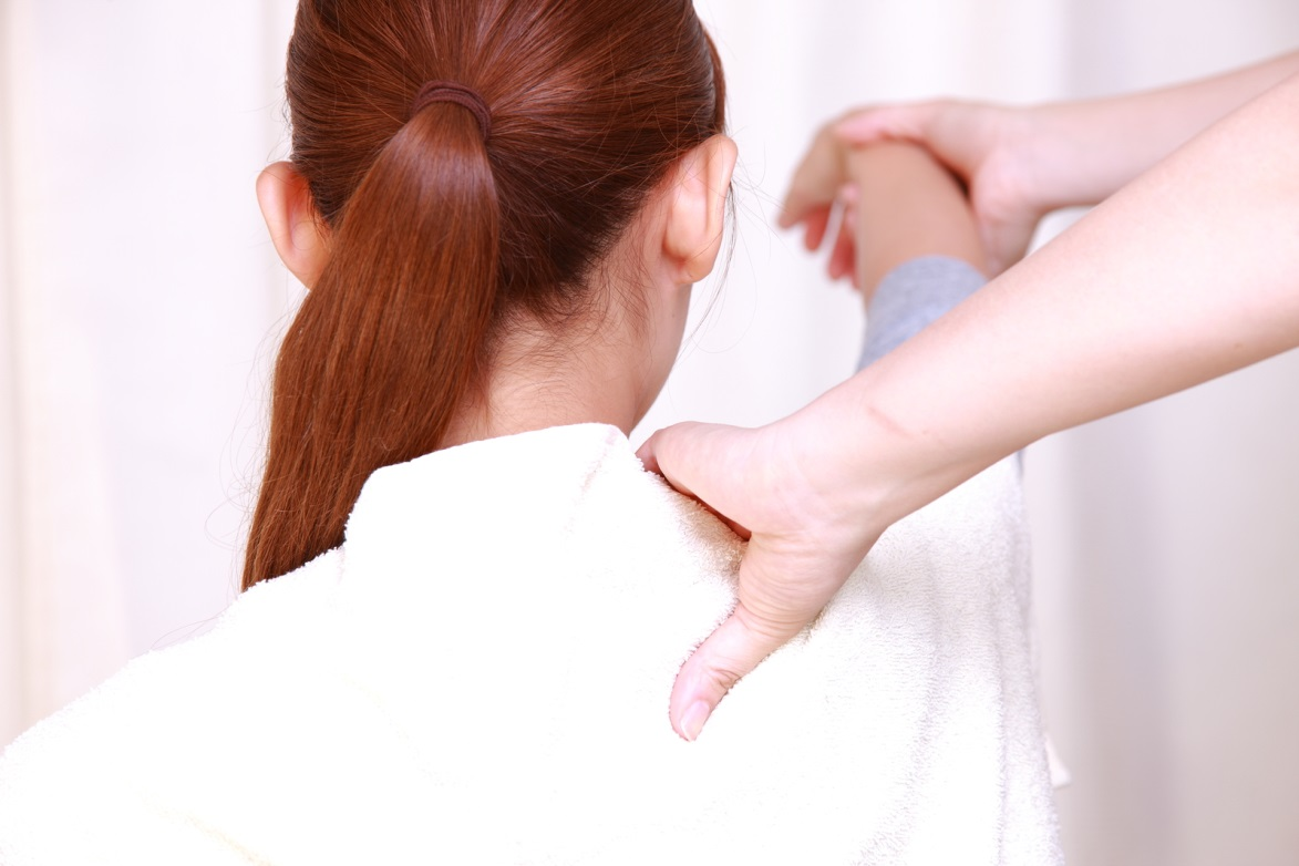 How Your Chiropractor Can Help to Treat Your Frozen Shoulder Syndrome
